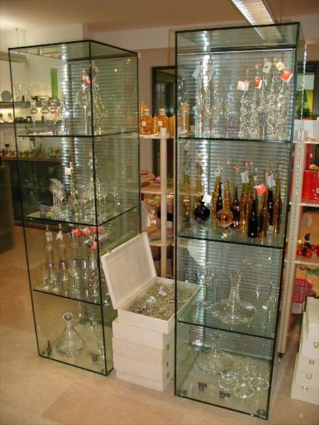 מודרניסטית ויטרינה זכוכית | highglass | שאול ונטע לוי | עבודות זכוכית | תל TE-75